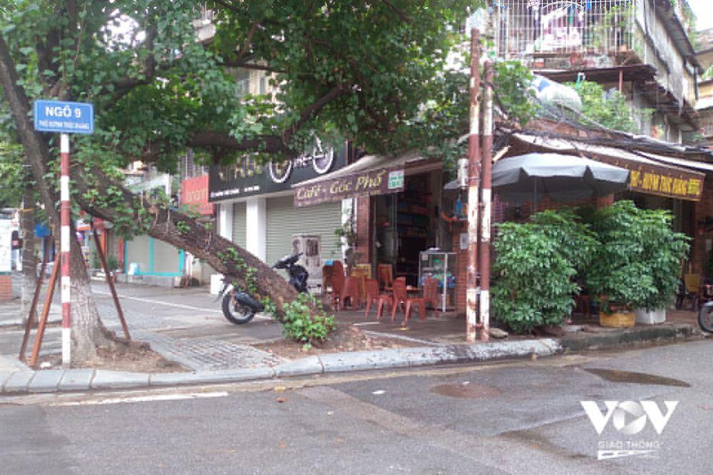 Ngày đầu Hà Nội mở bán hàng tại chỗ: Chỗ đông, chỗ vắng vẻ đìu hiu